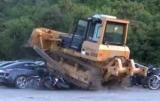 На Филиппинах бульдозер уничтожил 68 авто на 6 миллионов долларов