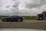 В Канаде словили Tesla, которая начала убегать от полиции: водитель решил вздремнуть